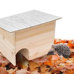 igel im garten igelhaus zum schutz und berleben im winter. Black Bedroom Furniture Sets. Home Design Ideas